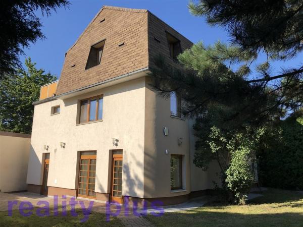 Prodej nově zrekonstruovaného bytu 4+kk s terasou v ul. Rohožnická, Praha - Újezd nad Lesy